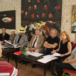 Пятая межрегиональная академическая выставка-конкурс «Красные ворота/Против течения» в Саратове.