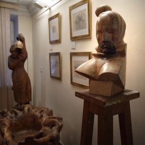 """Алексей Дмитриев. """"Ключница"""" дерево, бронза, акрил, 2016"""