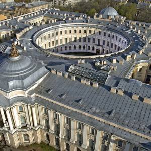Здание Императорской Академии художеств в Санкт Петербурге. 1764-1788.