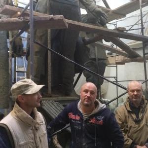 Скульпторы под руководством почетного члена РАХ А.Е.Ткачука работает над композицией «Под знаменем Победы» в Красноярске.