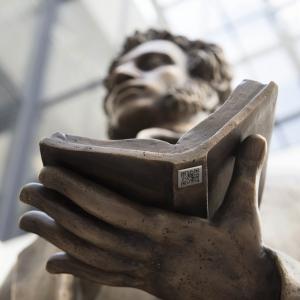 В аэропорту Шереметьево открыт памятник А.С.Пушкину работы академика РАХ А.Н.Бурганова.